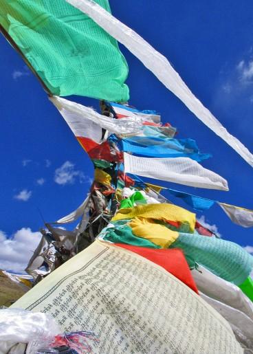 tibet_drapeaux_de_prieres_tibetains