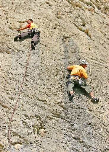 escalade_deux_grimpeurs_verticale
