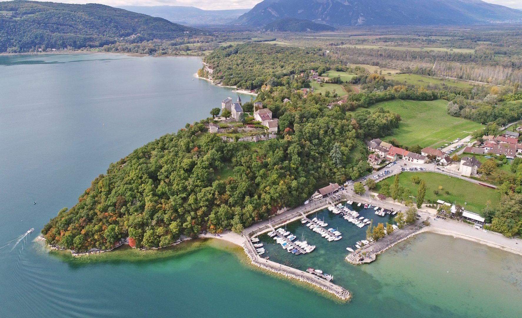 Lac_du_Bourget_Chatillon_et_son_Chateau_La_Chautagne_Aix_Riviera