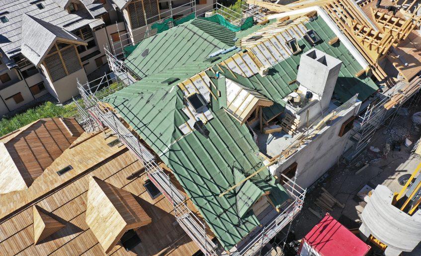 chantier_contruction_toit_charpente_meleze