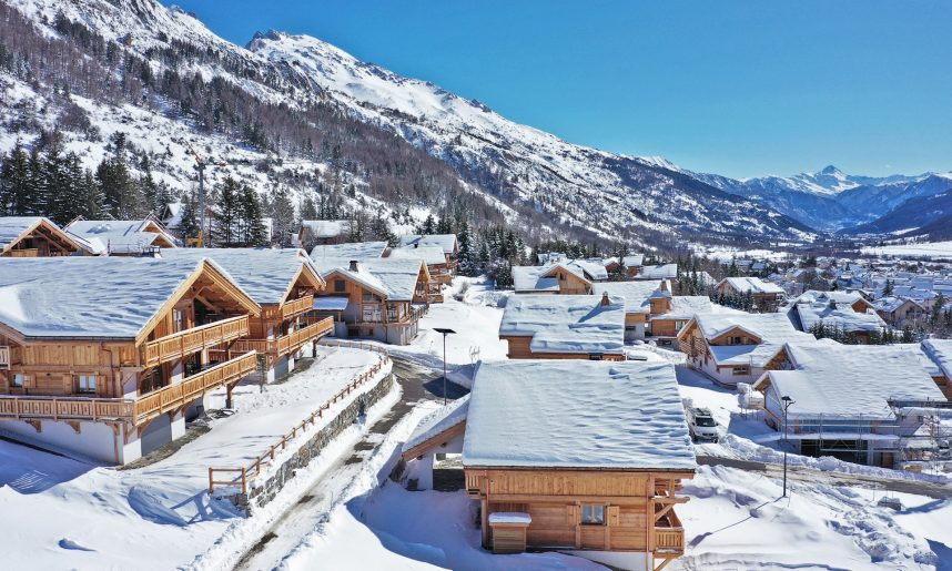 Drone_Chalets_vallee_montagne