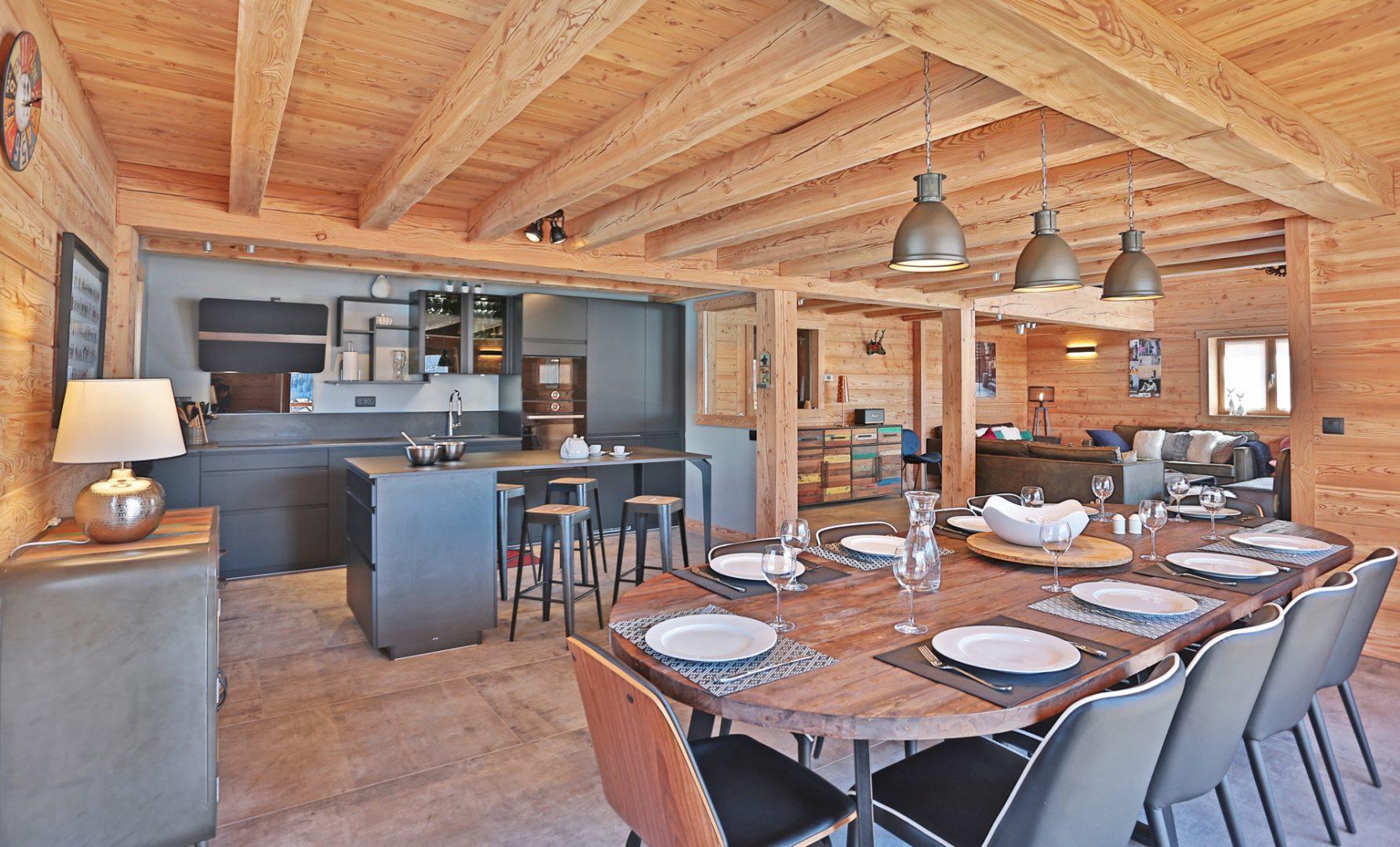 chalet salle à manger et cuisine